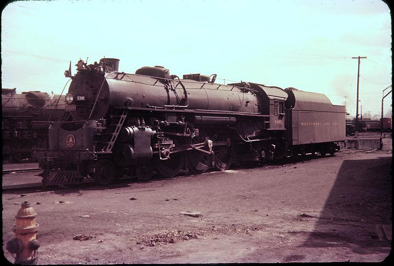 1956 photo<br /> Baltimore & Ohio Railroad<br /> Toledo, Ohio roundhouse<br /> Class P-7 4-6-2 #5318