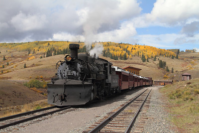 Engine #487 waits for the folks to finish lunch at Osier.