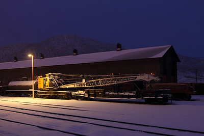 Although modern compared to the NN wrecking crane A, the Kennecott Copper diesel-electric crane look great under the yard lights and fresh snow.