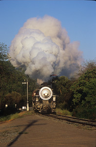 2472 arrives at Sunol just after sunrise.