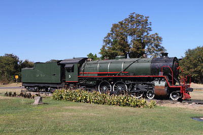 A static display of a former South African 16DA (Thanks to Peter for the correction - I thought it was a 19d) that sits in a small park in Zimbabwe. These engines may work in some locations, but in the mines of Botswana, they were not overly successful.