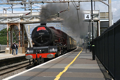 6201 roars through Cheddington station with 'The Midlander' from Birmingham to Euston. 17/7/10
