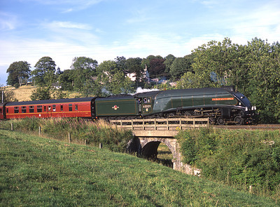 """60009 """"Union of South Africa"""" approaches Oxenholme 2/8/03."""