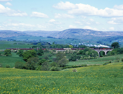 "6233 ""Duchess of Sutherland"" crosses Docker viaduct with a Birmingham-Carlisle special 22/5/04."