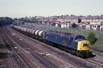 Class 40 No 40152 in Horbury Cutting