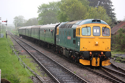 In true authentic 'Day on the Mule' style, 33202 arrives at Corfe Castle substituting for a failed 50026 on the 1040 Swanage - Norden allowing us to go back in time where you probably would have bailed off a Bagpipe for a Jim! 8/5/14