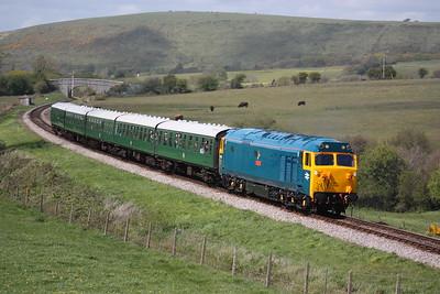 50035 crosses Corfe Common with 1430 Norden - Swanage 9/5/15
