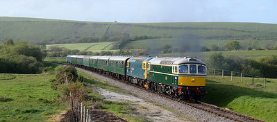 6515 + 33202 cross Corfe Common 09/09/14 1823 with 2S25 1815 Norden ~ Swanage service