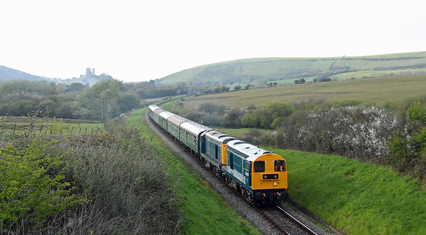 20208 + 20142 2N25 1815 Northam ~ Swanage, Valley Road with Corfe Castle in the background