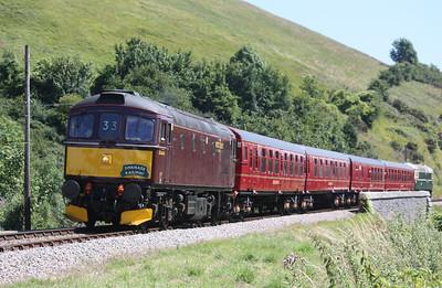 33025 departs Corfe Castle with 1423 Swanage - Wareham 8/7/17