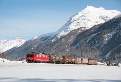 609 hauls Samedan-Landquart freight 5152 north from Bever 15/1/10.