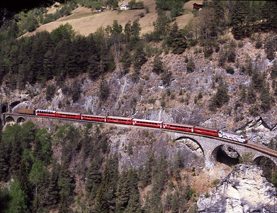 No. 650 is painted in Unesco livery featuring the Landwasser viaduct, seen here on the viaduct with the 10.58 Chur-St.Moritz 3/5/07.