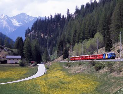 652 approaches Bergün with the 13.58 Chur-St.Moritz 1/5/07.