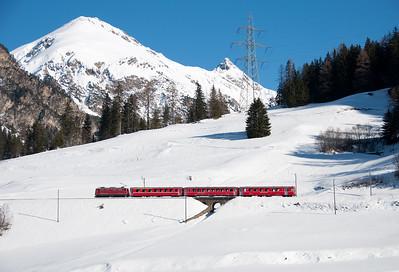 602 hauls the 10.03 Chur-Preda on the middle level at Bergün 16/1/10.