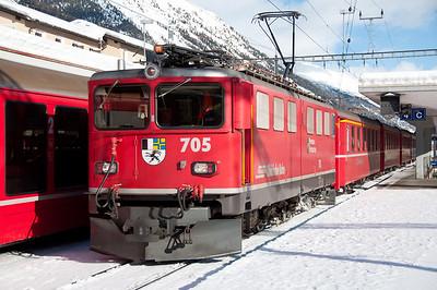 705 pauses at Samedan with the 09.20 Landquart-St.Moritz 17/1/10.