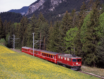 608 accelerates away from Filisur with the hourly shuttle to Davos 3/5/07
