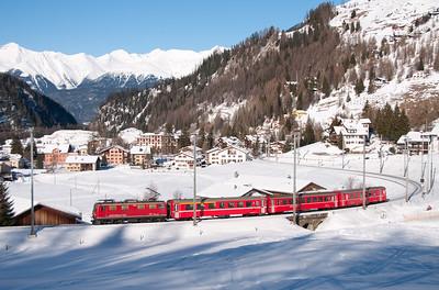 602 hauls the Sat & Sun only 10.03 Chur-Preda sledgers train away from Bergün 16/1/10.