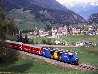 Davos Hockey Club liveried 652 climbs above Bergün with the 09.58 Chur-St.Moritz 2/5/07.