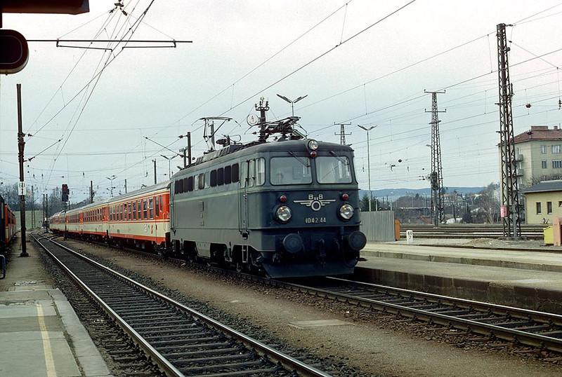 OBB1042.44 St.Polten Hbf 31st Mar 1986