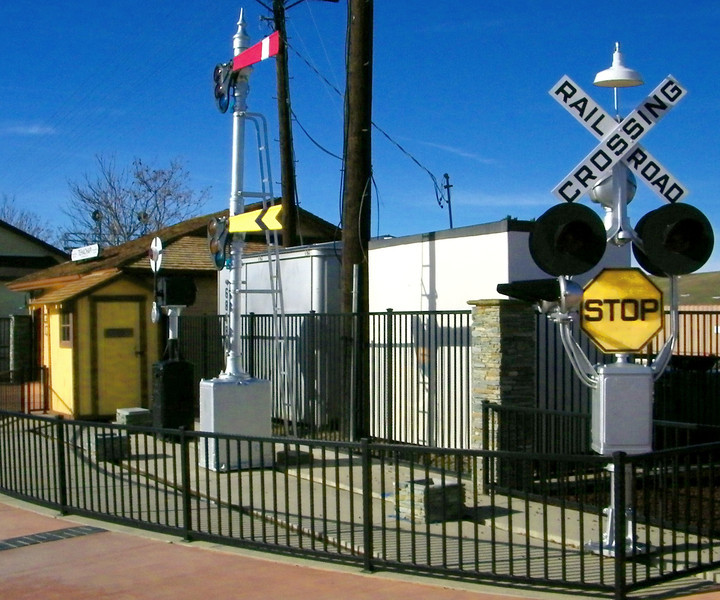 A last look at the signal display, to show the unusual yellow stop sign.  Maybe a relic of its time; quite common then?