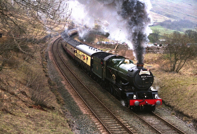 6024 King Edward I staggers towards Ais Gill summit 14/3/1998.