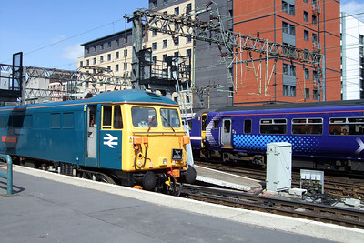 87002 and Class 156 DMUs at Glasgow Central, 11/07/09.
