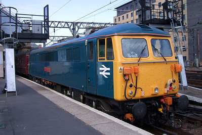 87002 Royal Sovereign at Glasgow Central, the train having been turned after a trip on the Cathcart circle, 11/07/09.