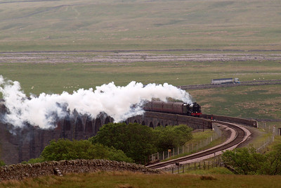 46115 Scots Guardsman crosses Ribblehead viaduct - the last time I saw this engine here, my camera broke. Thankfully, I had a bit more luck this time!