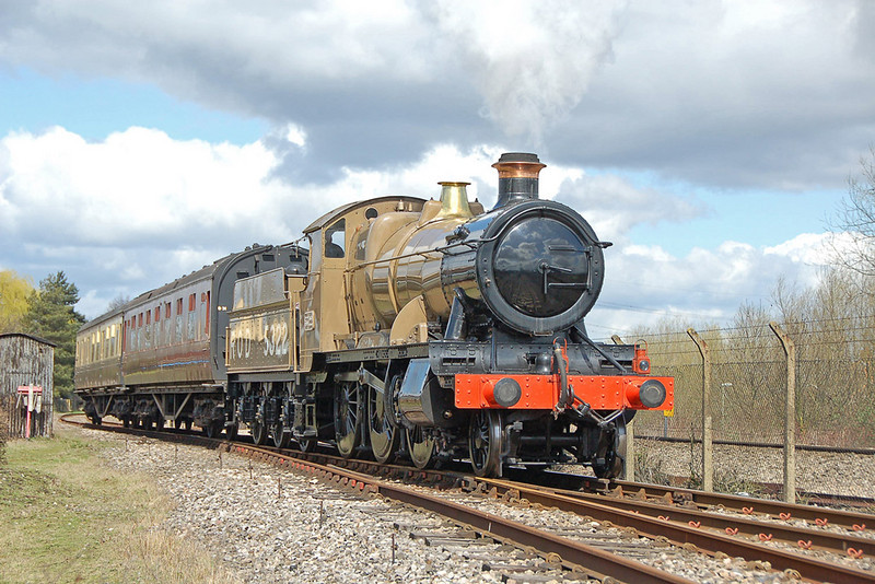 5322 built at Swindon in 1917, was sent straight to France for use in the first world war & hauled supplies from the channel ports to the front. She was returned to the GWR & lasted until 1964 before being withdrawn.  04/04/2010.
