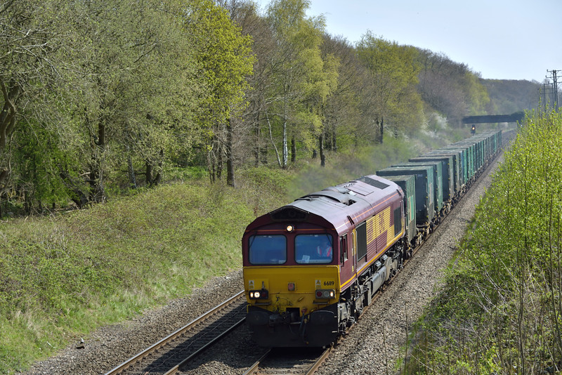 66119  rattles towards Seer Green in charge of 6M22 Cricklewood  to Calvert bin liner<br /> <br /> 20 April 2015