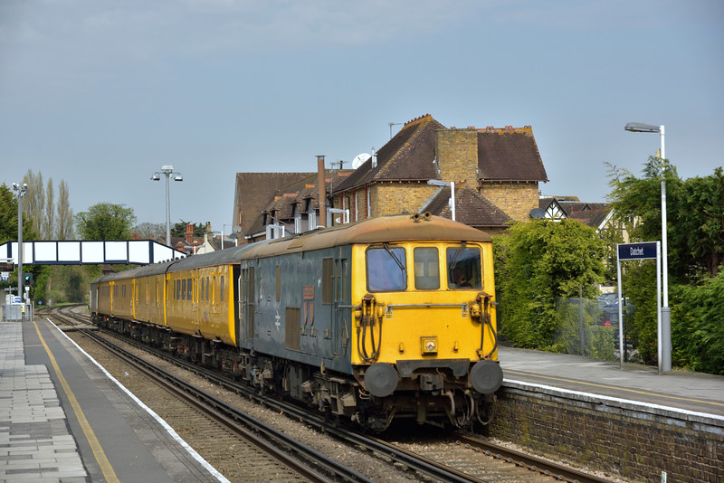 73201 'Broadlands' leads 1Q11 back through Datchet after reversal at Windsor<br /> <br /> 16 April 2015