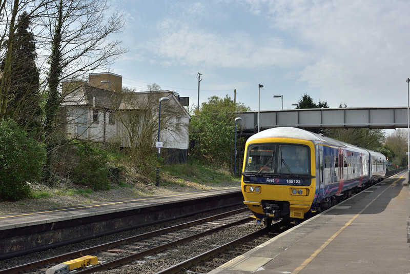 165123 passes Iver on the Up Main with 1P41 12.01 Oxford to London Paddington<br /> <br /> 16 April 2015