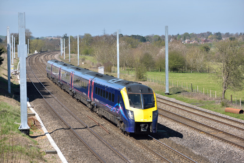 Framed by the first of the masts at Lower Basildon, Adelante 180102 forms 1P47 12.06 from Worcester Foregate Street to Paddington<br /> <br /> 14 April 2015