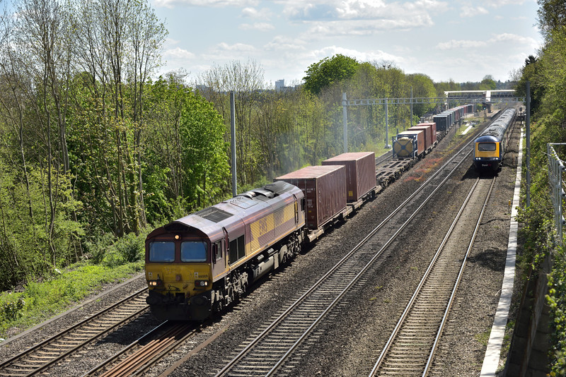 66089 powers through Tilehurst at the head of 4E69 intermodal from  Southampton W Docks  to Wakefield Europort<br /> <br /> 28 April 2015