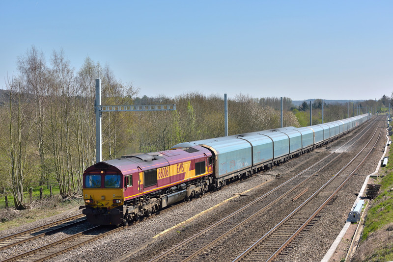 66006 hauling 4M52  Southampton Eastern Docks to Castle Bromwich car carriers was almost upstaged by 166209 passing with the 13.07 Oxford to Paddington as they meet at Lower Basildon<br /> <br /> 14 April 2015