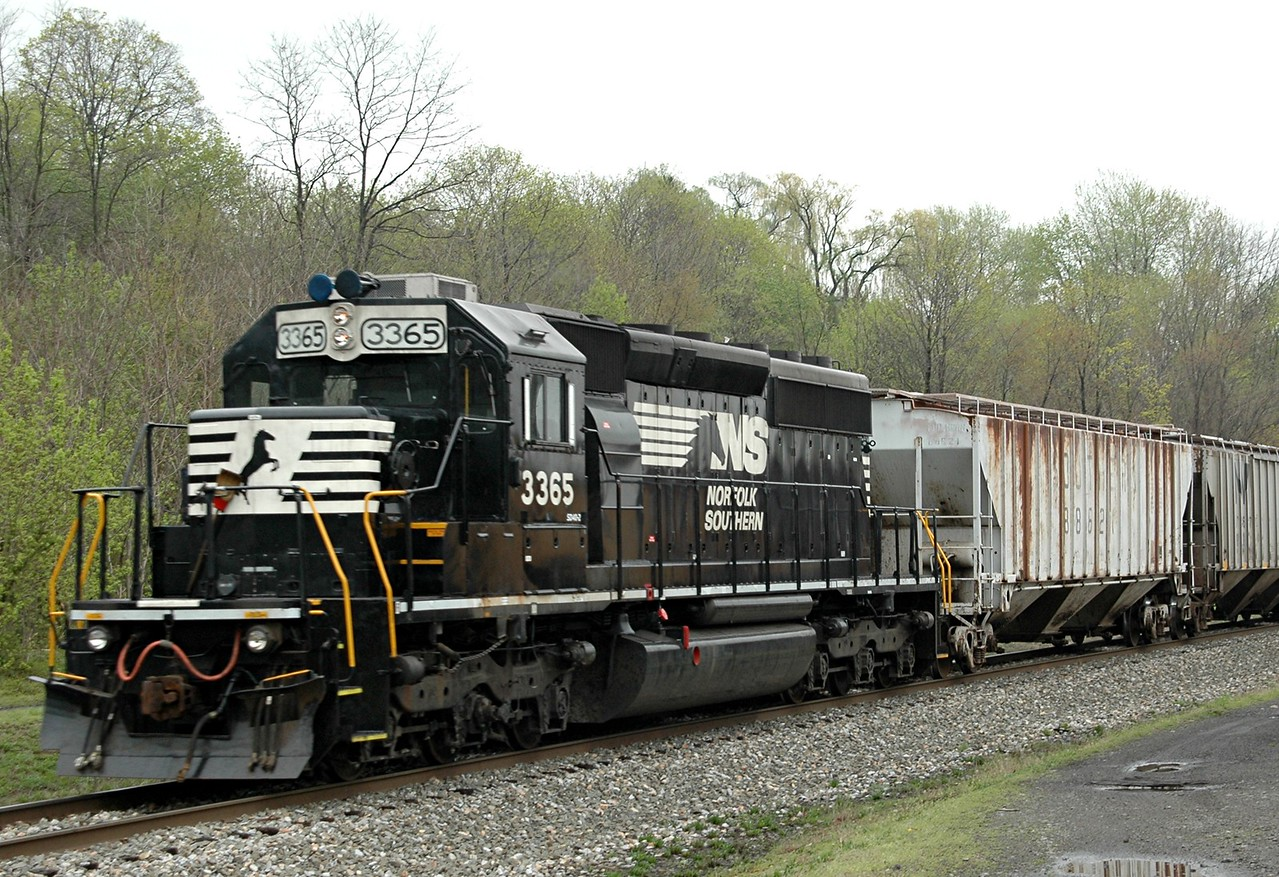 Norfolk Southern 3365  a SD40-2  on a local  run  in  Phillipsburg NJ