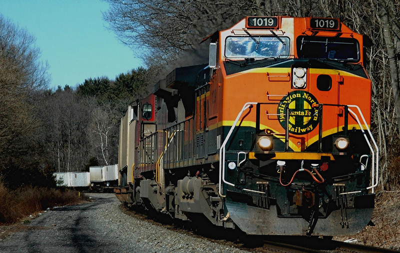 Burlington Northern Sante Fe  GE  C44-9W 1019 & BNSF 852 a C40-8W (war Bonnet) leads NS 214  east through Hunterdon County N.J.on 2.14.06