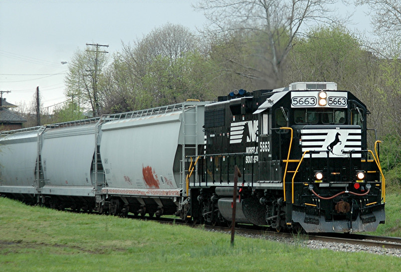 Norfolk Southern  GP38-2 5663  Allentown Yard to Three Bridges, N.J.  A mid-day  local  passes Phillipsburg, N.J.