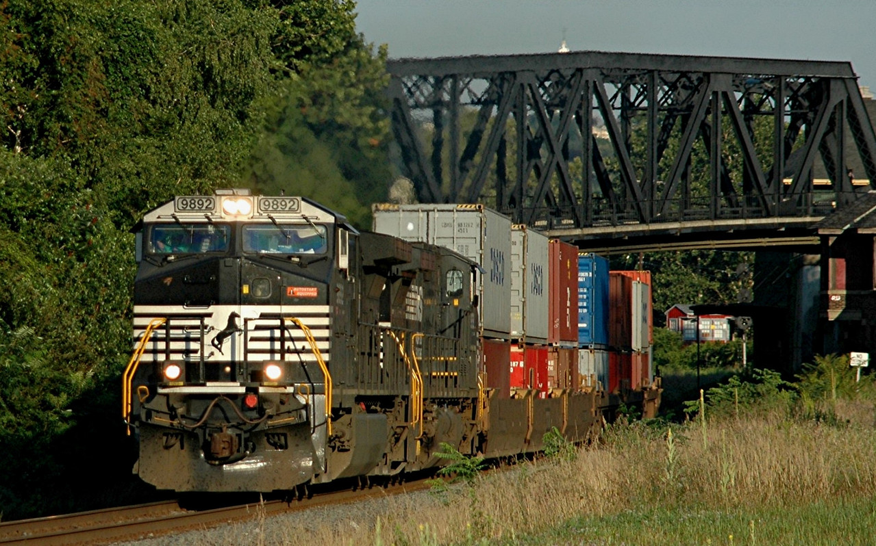 Norfolk Southern C40-9W 9892  Heads east Through Phillipsburg, N.J.