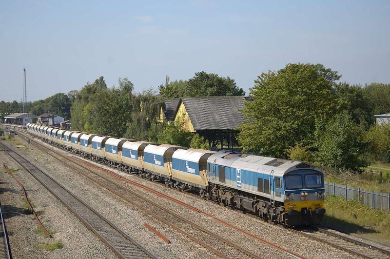 "59004 ""PAUL A. HAMMOND"" hauls a long rake of Hanson hoppers through West Drayton.<br /> <br /> <br /> 2 September 2011"