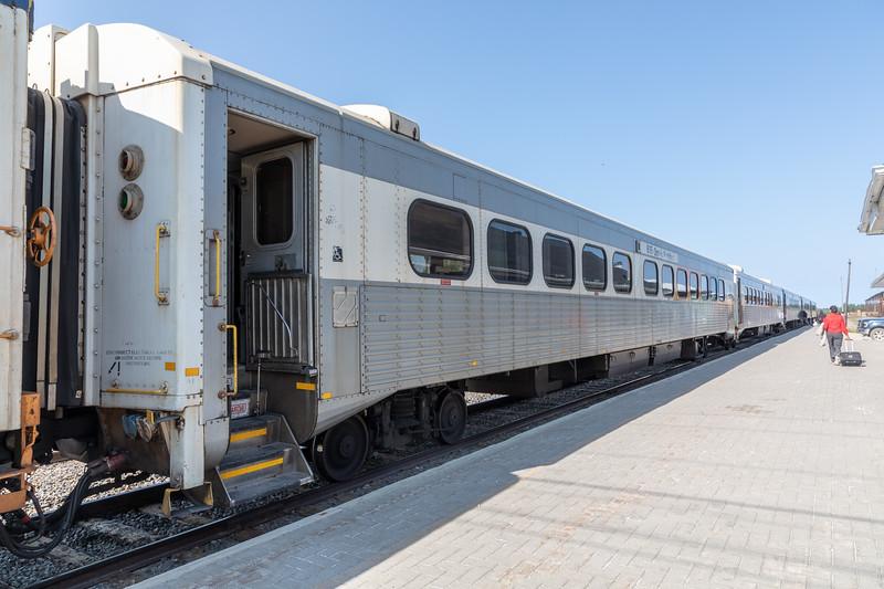 Passenger consist 2018 July 11, coaches 615, snack 702, coaches 652, 650, 654.