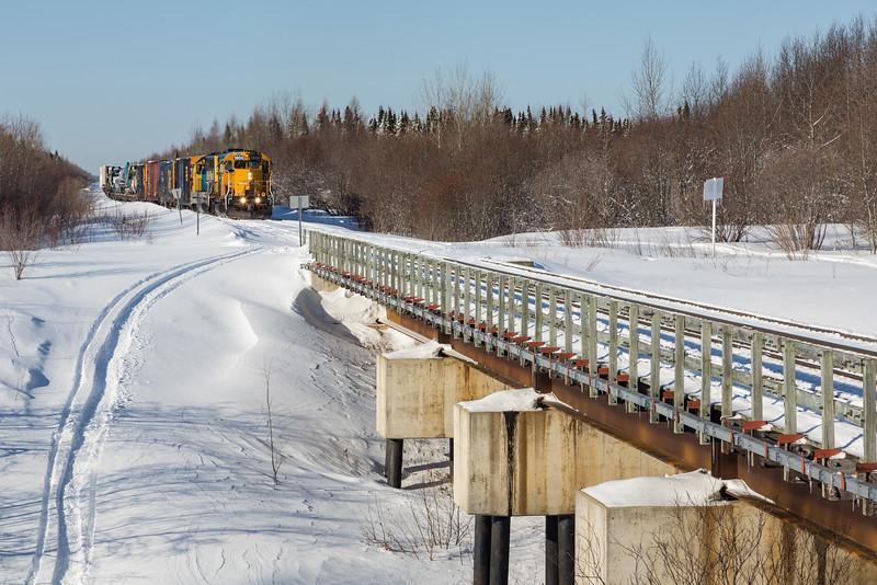 Freight 419 approaching railway bridge over Store Creek.