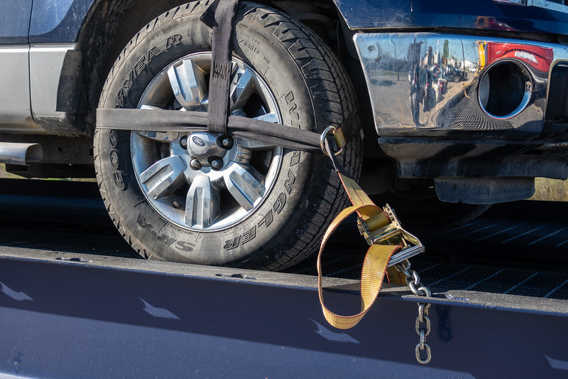 New way of tying down vehicles. Straps on tires. 2018 May 29
