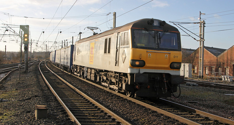 92011 hurtles though Warrington on 1st February with Daventry to Mossend Tesco intermodal