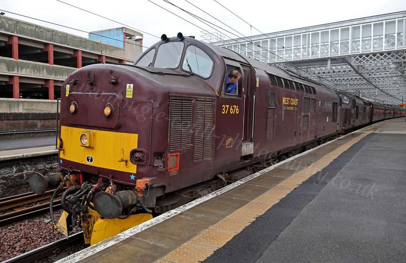 "37676 ""Loch Rannoch"" and 37516 - Paisley Station - 6 June 2012"