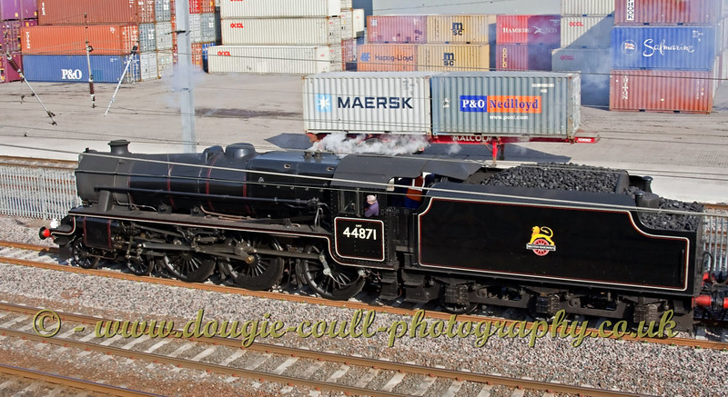 44871 - Stanier Black 5 Pulls in to the old Elderslie Station location