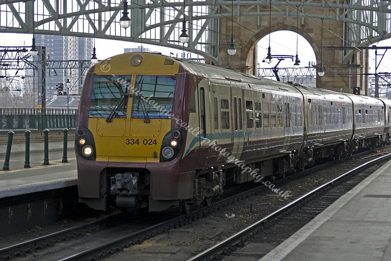 Glasgow Central Station - 334024 - Arrives