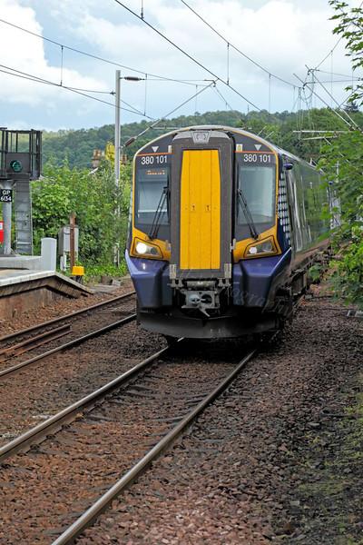 Train Approaching Station - Langbank - 22 June 2012
