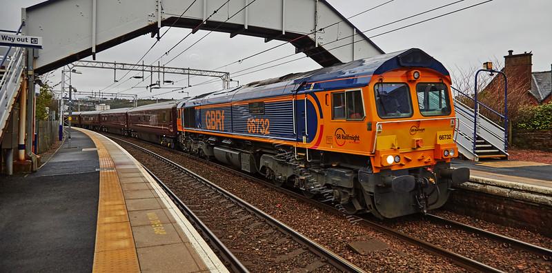 British Rail Class 66 Locomotive (66732) passing Fort Matilda - 3 May 2015