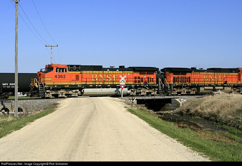 BNSF train northbound thru Fenton, IL.